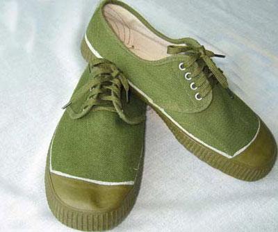 60年代军绿中的代表物——解放鞋